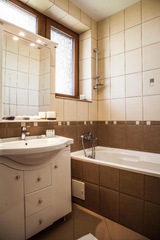 El Locanda bathroom